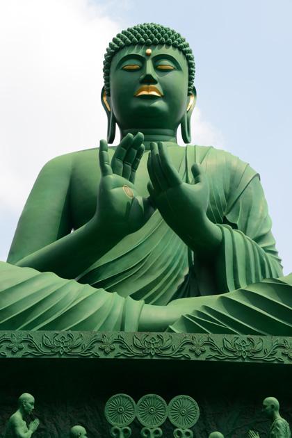 名古屋の珍スポット!全長15mの緑色の巨大大仏!名古屋大仏_e0171573_2045197.jpg