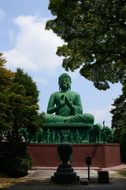 名古屋の珍スポット!全長15mの緑色の巨大大仏!名古屋大仏_e0171573_2045717.jpg