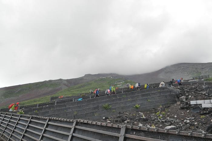 富士登山 五合目から八合目_b0067012_1095019.jpg