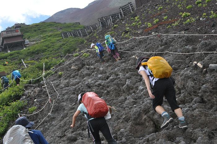 富士登山 五合目から八合目_b0067012_1325223.jpg