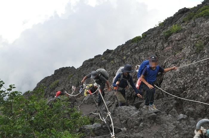 富士登山 五合目から八合目_b0067012_13472145.jpg