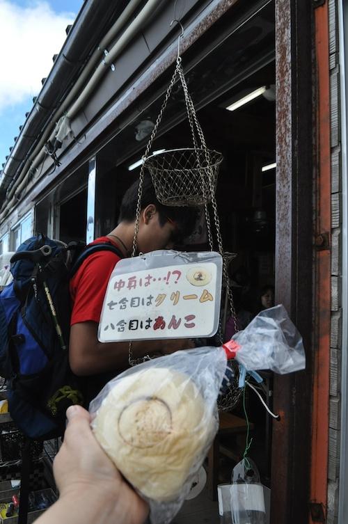 富士登山 五合目から八合目_b0067012_17371829.jpg