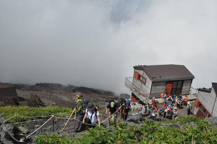 富士登山 五合目から八合目_b0067012_17415591.jpg