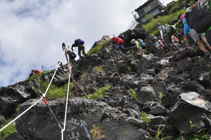 富士登山 五合目から八合目_b0067012_17543631.jpg