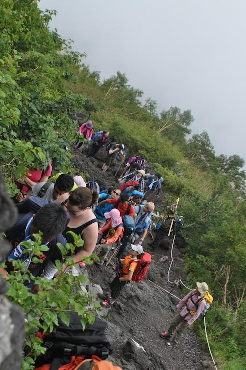 富士登山 五合目から八合目_b0067012_17561195.jpg