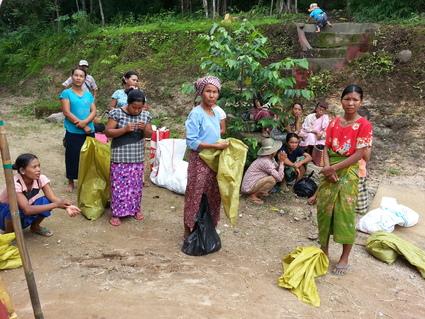HELP! ミャンマー大洪水_e0046467_16111847.jpg