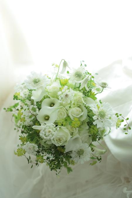 クラッチブーケ 八芳園さまへ カラーとバラとトルコキキョウで_a0042928_954658.jpg