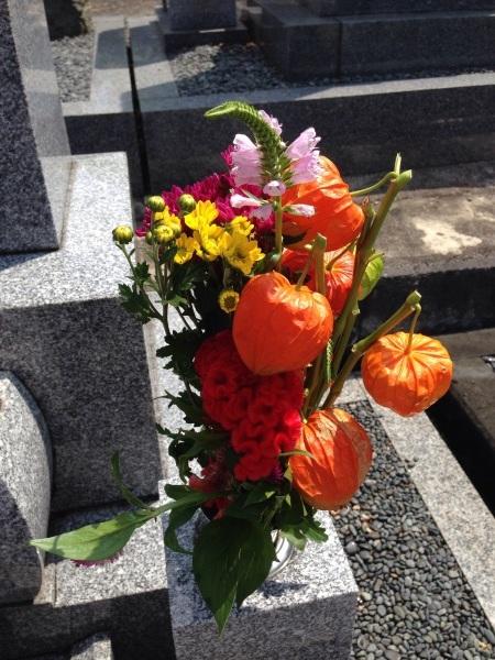 お墓参りのお花は_f0155431_20521667.jpg