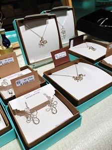 今月のセレクトコーナー☆almost jewelleryさん_c0227664_16133659.jpg