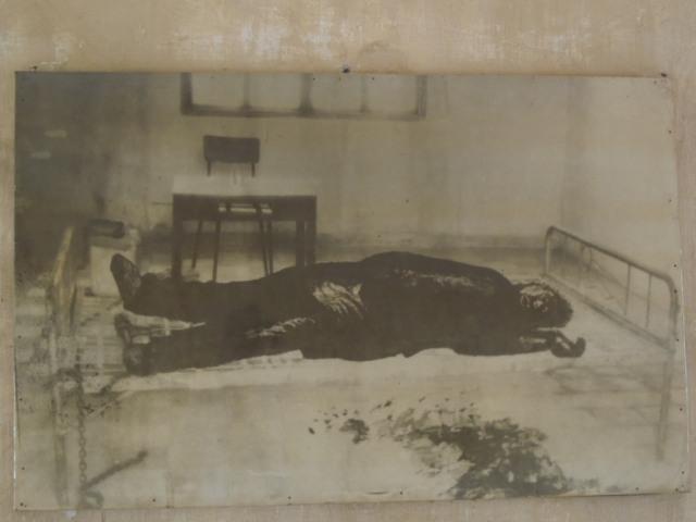 トゥール・スレン虐殺博物館 その4_f0189467_02224154.jpg