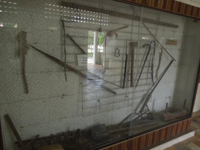 トゥール・スレン虐殺博物館 その2_f0189467_03313371.jpg