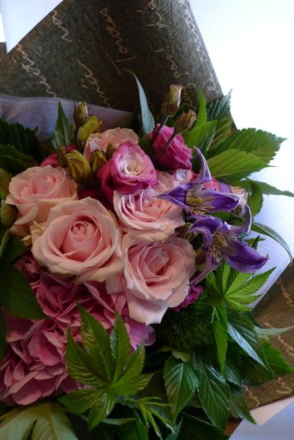 お誕生日の花束。女性用。_b0171193_22071309.jpg