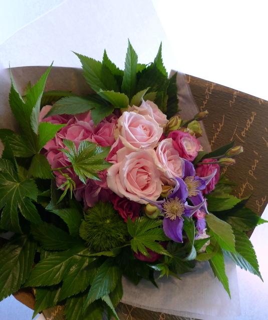 お誕生日の花束。女性用。_b0171193_22071549.jpg