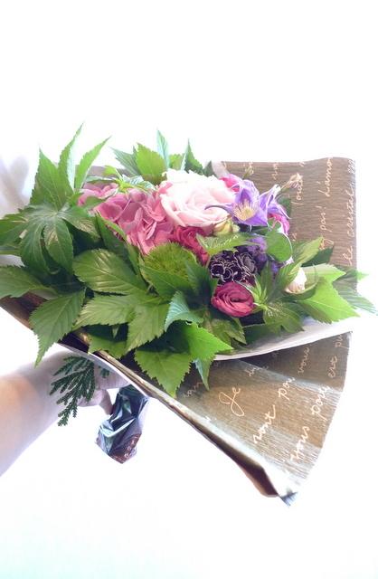 お誕生日の花束。女性用。_b0171193_22081938.jpg