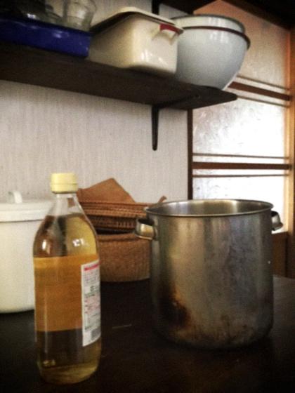 台所にて、染色作業。_d0077603_12412054.jpg