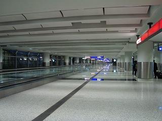 早朝の空港_b0248150_14070300.jpg