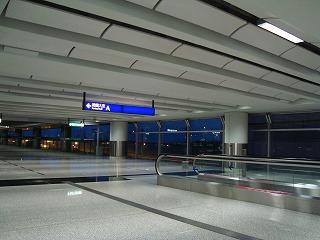 早朝の空港_b0248150_14070321.jpg