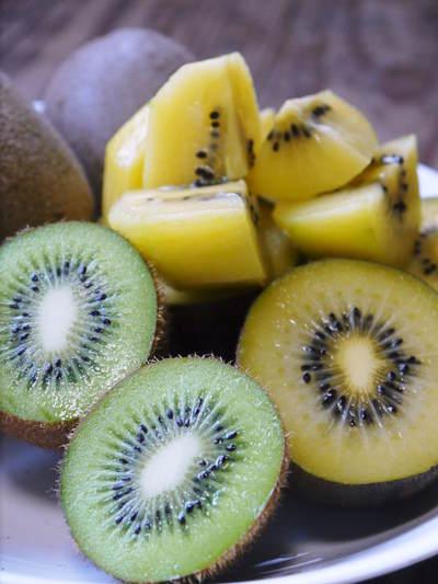 水源キウイ 11月中旬からの収穫に向け、しっかりと手をかけ育てます!キウイフルーツは冬の果物です!_a0254656_179533.jpg
