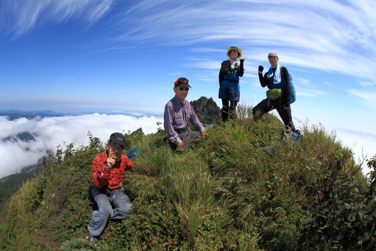 恵庭岳西峰と本峰、8月8日-同行者からの写真-_f0138096_14442233.jpg