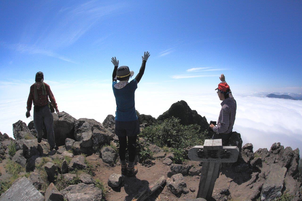 恵庭岳西峰と本峰、8月8日-同行者からの写真-_f0138096_14443646.jpg