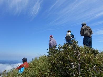 恵庭岳西峰と本峰、8月8日-同行者からの写真-_f0138096_1446355.jpg