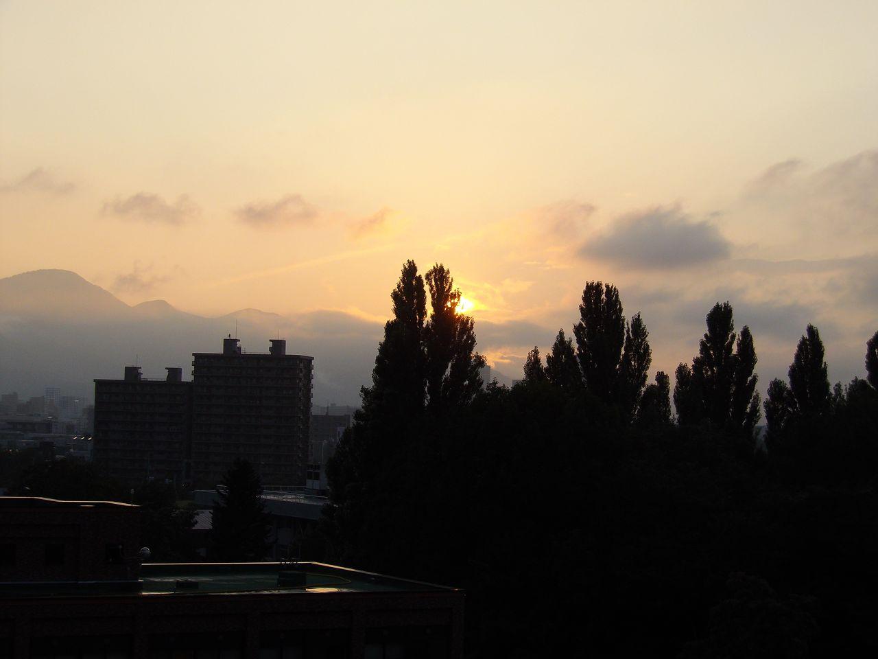 目まぐるしく天気の変わる一日_c0025115_1931236.jpg