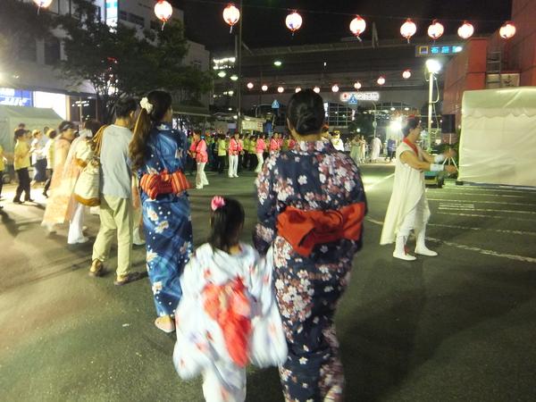 7/31 布施駅前で盆踊り_e0175020_0123728.jpg