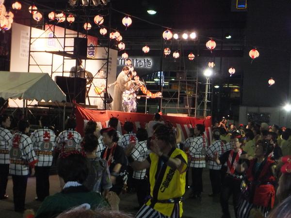 7/31 布施駅前で盆踊り_e0175020_01316.jpg