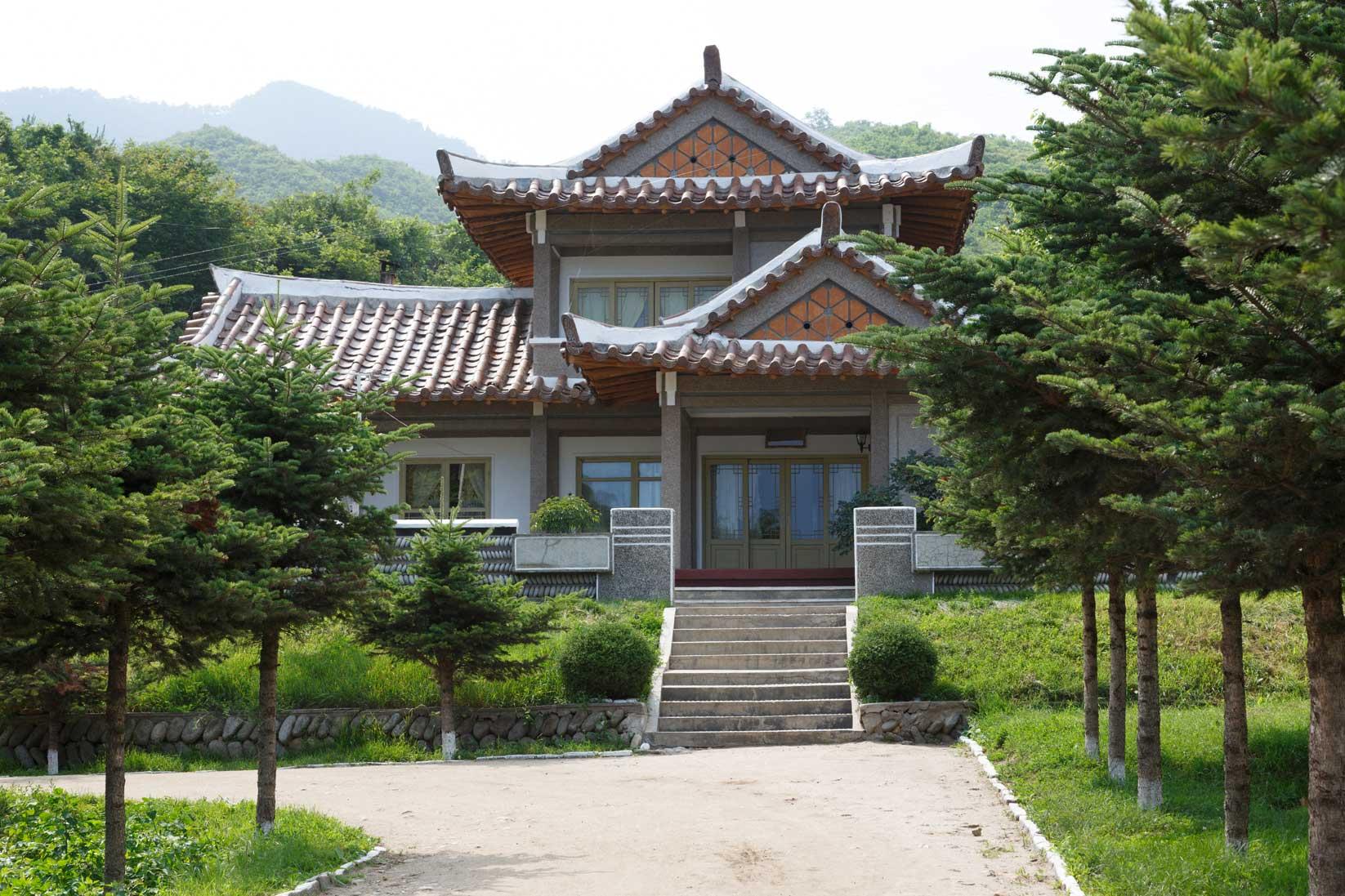 朝鮮でホームステイ その奇妙な世界_b0235153_16312417.jpg