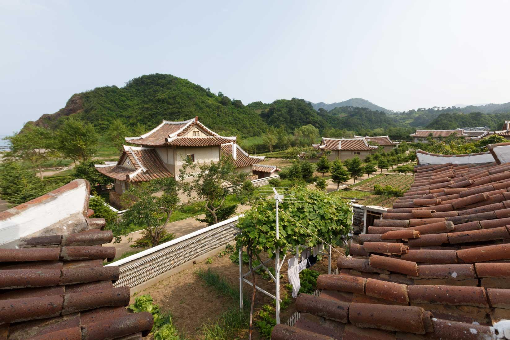 朝鮮でホームステイ その奇妙な世界_b0235153_16323598.jpg