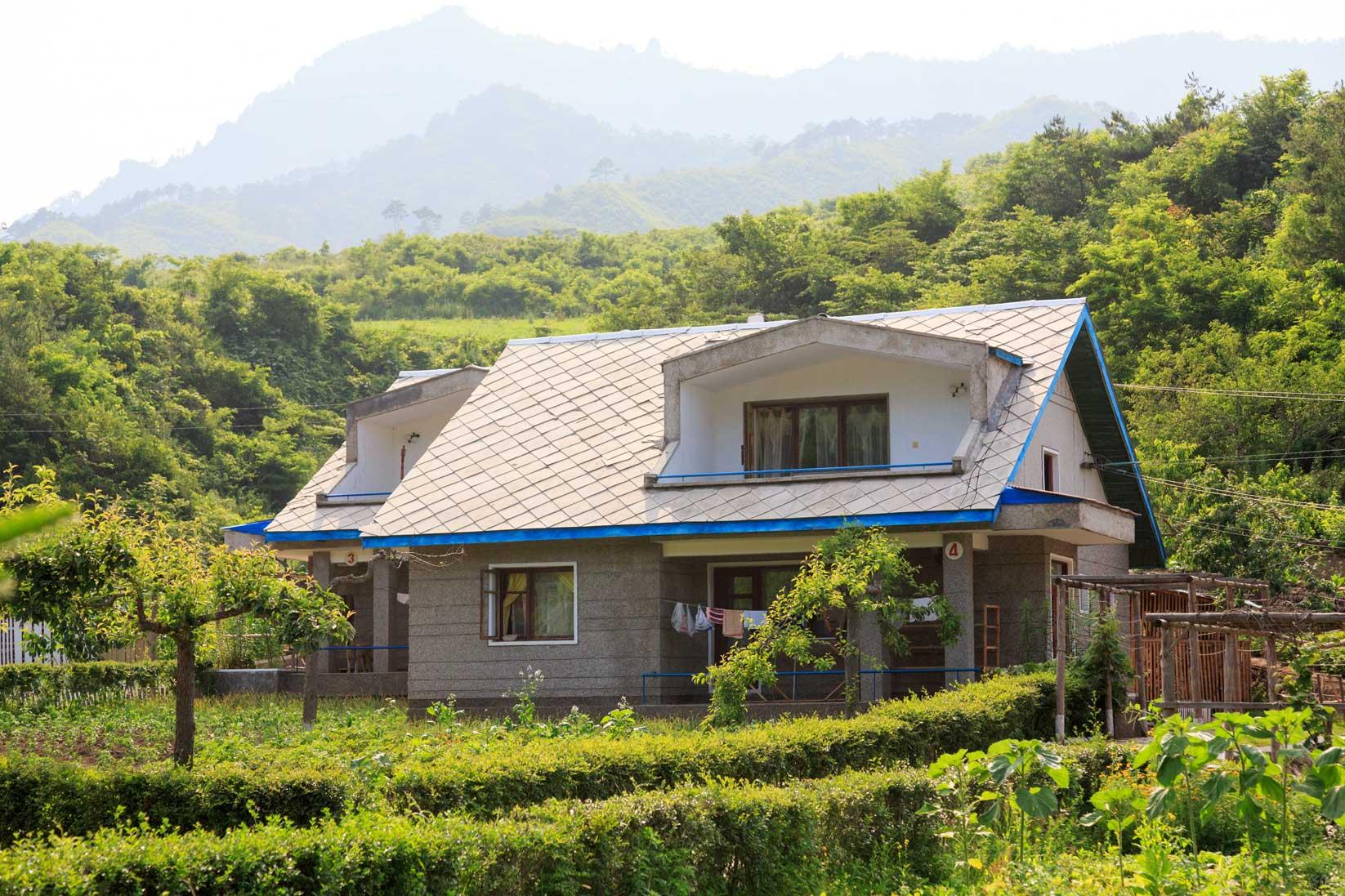 朝鮮でホームステイ その奇妙な世界_b0235153_1636509.jpg