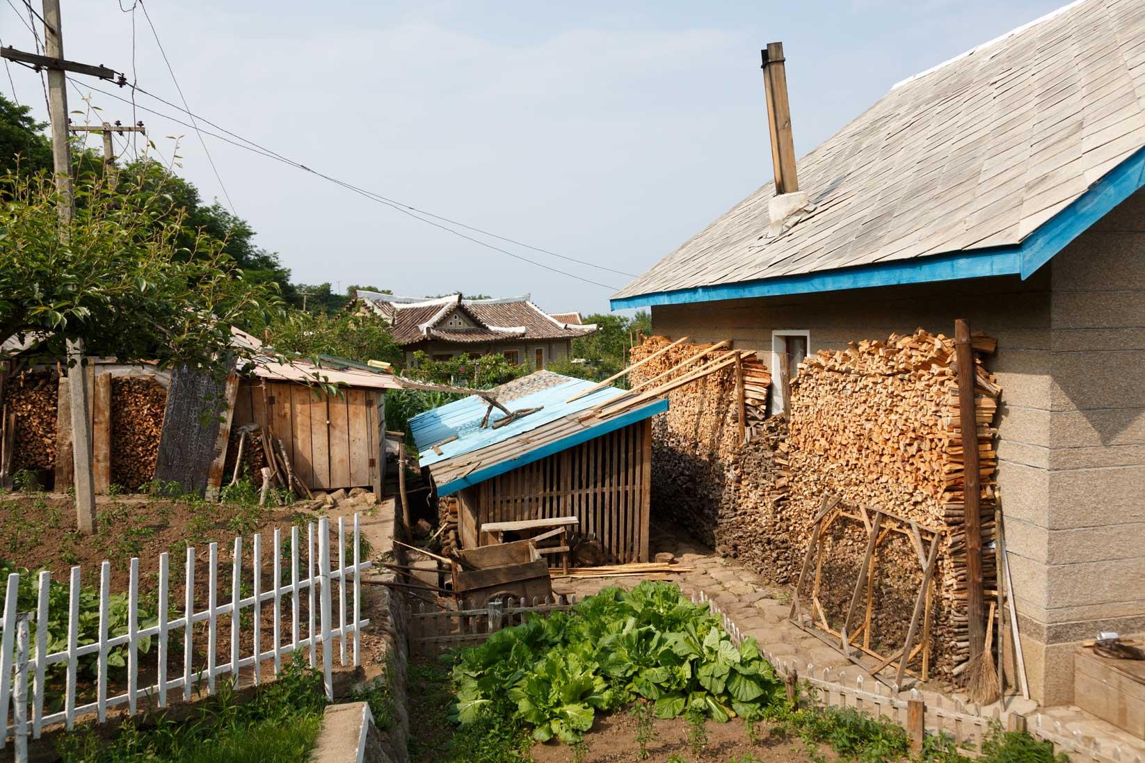 朝鮮でホームステイ その奇妙な世界_b0235153_1638377.jpg