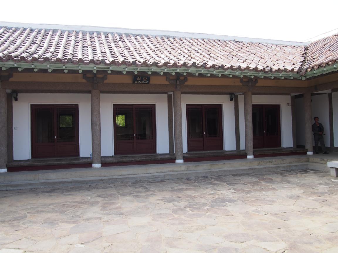 朝鮮でホームステイ その奇妙な世界_b0235153_16393699.jpg