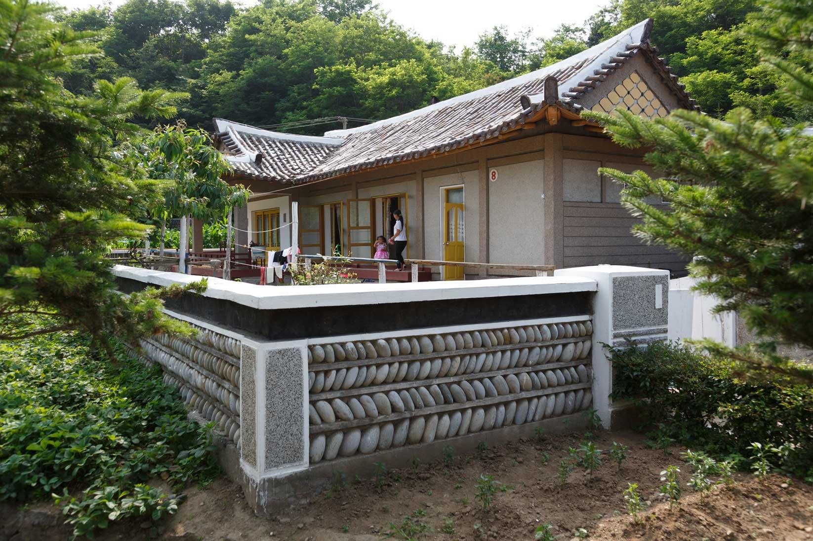 朝鮮でホームステイ その奇妙な世界_b0235153_16515858.jpg