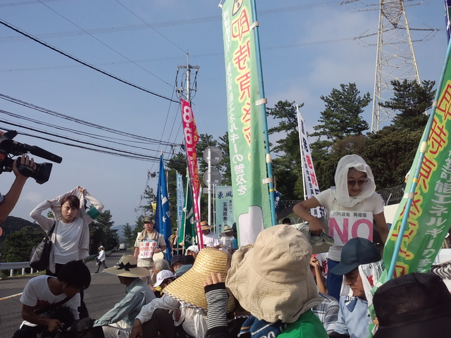 8月10日、鹿児島県の川内原発再稼働阻止!ゲート前集会に参加した_d0155415_16292478.jpg
