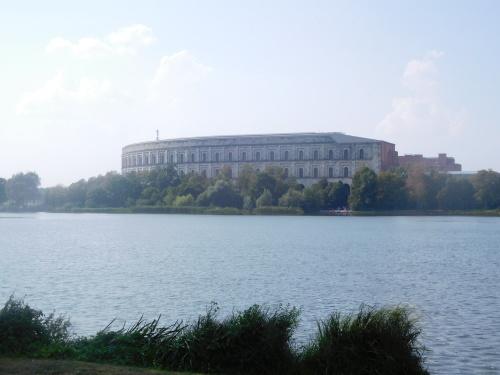 ドイツ、ニュルンベルク その 2 : ドク・ツェントルム、ナチス党大会跡_e0345320_15592261.jpg
