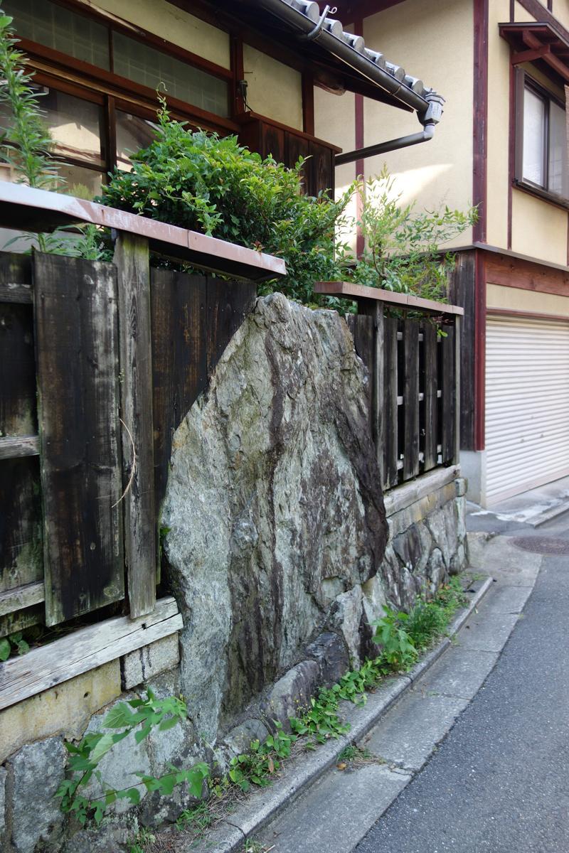 岩と板_e0317421_22251186.jpg