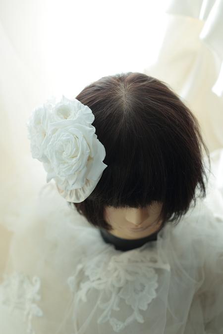 はじめてでも簡単!花の髪飾りの作り方 ヘッドベースを使って 東京堂7階展示のウェディング展示2_a0042928_13495365.jpg