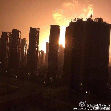 中国の天津で謎の大爆発炎上:ついに中国へも「韓の法則発動」か!?_e0171614_832236.jpg