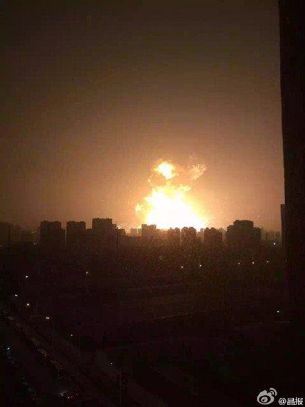 中国の天津で謎の大爆発炎上:ついに中国へも「韓の法則発動」か!?_e0171614_832437.jpg
