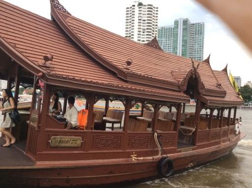 移動は舟が便利です!_b0210699_03153144.jpg
