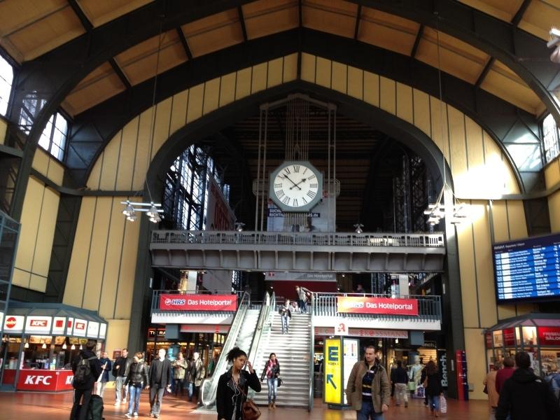 No.73 10月1日 ハンブルク駅_a0047200_21414703.jpg