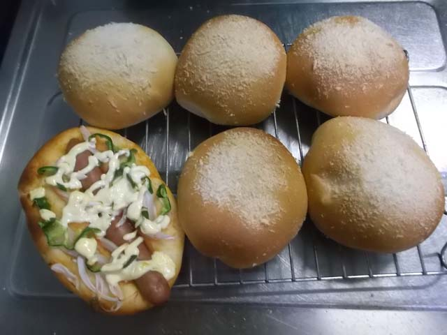 ぶどうパンの朝食_f0019498_92090.jpg