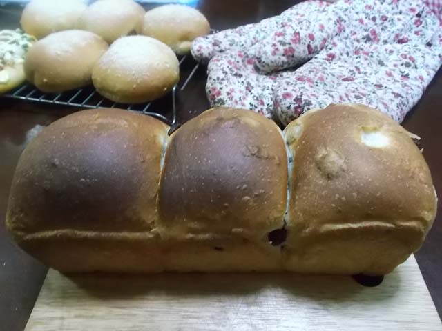 ぶどうパンの朝食_f0019498_934421.jpg