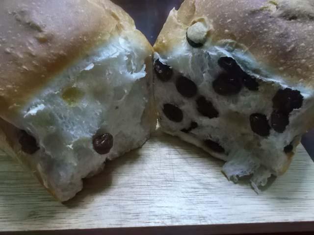 ぶどうパンの朝食_f0019498_935213.jpg