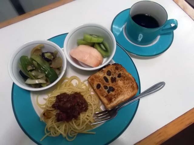 ぶどうパンの朝食_f0019498_975835.jpg