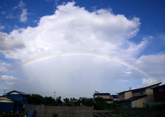 旧盆の空に大きな虹が♪ 撮れたて画像だよ~~♪_a0136293_16562392.jpg