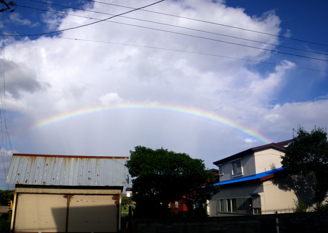 旧盆の空に大きな虹が♪ 撮れたて画像だよ~~♪_a0136293_1701311.jpg