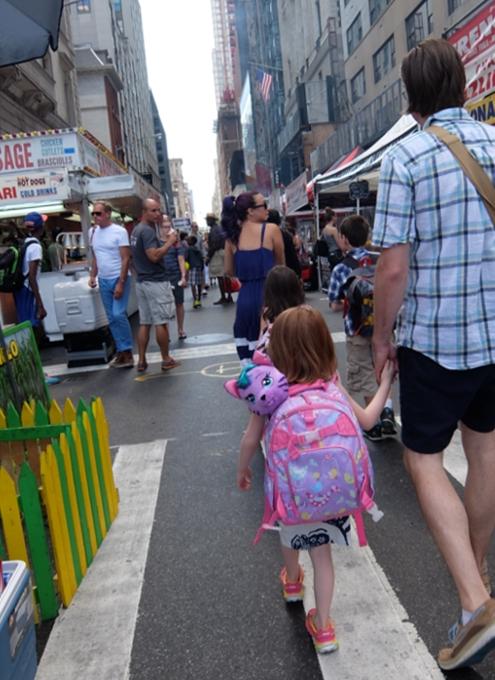 夏のNYのストリート・フェアは「夏祭り」って感じたっぷり_b0007805_0311126.jpg