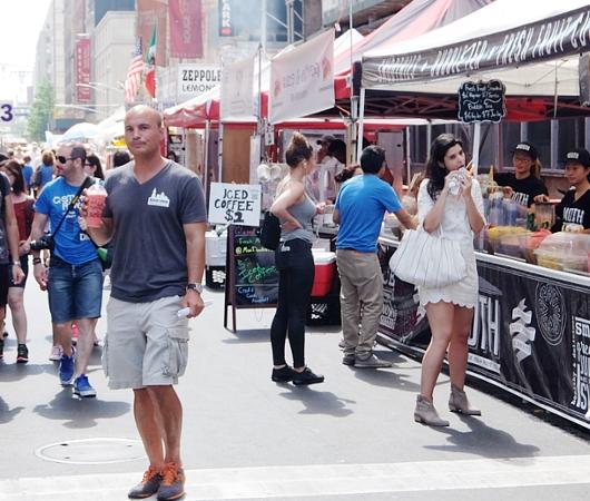 夏のNYのストリート・フェアは「夏祭り」って感じたっぷり_b0007805_13119.jpg